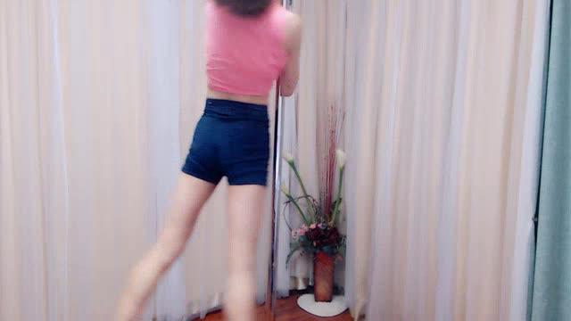 旋转钢管舞