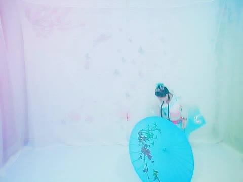《西湖雨》伞舞